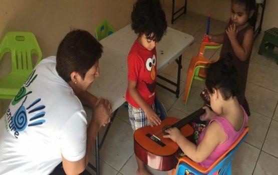 Apoyo a niños con necesidades especiales en panamá