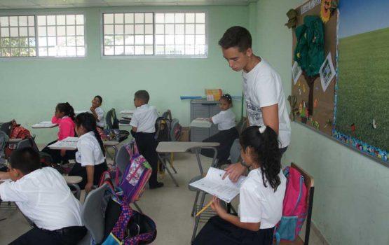 program-volunteer-teaching-nicaragua