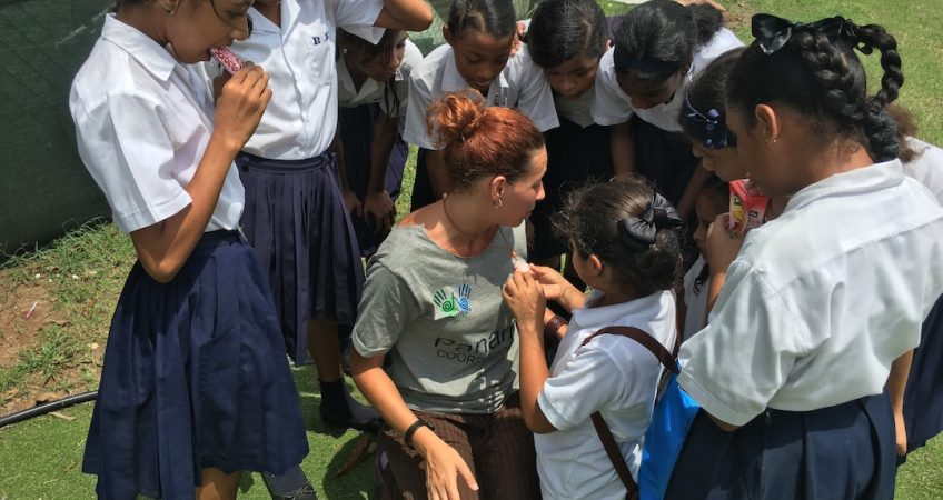 amparo adventure volunteer en programa de enseñanza