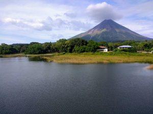 volcan masaya en destino nicaragua voluntariado adventure volunteer