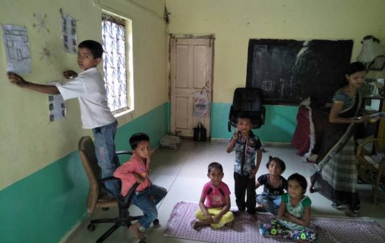 voluntariado cuido de niños en orfanato en la India