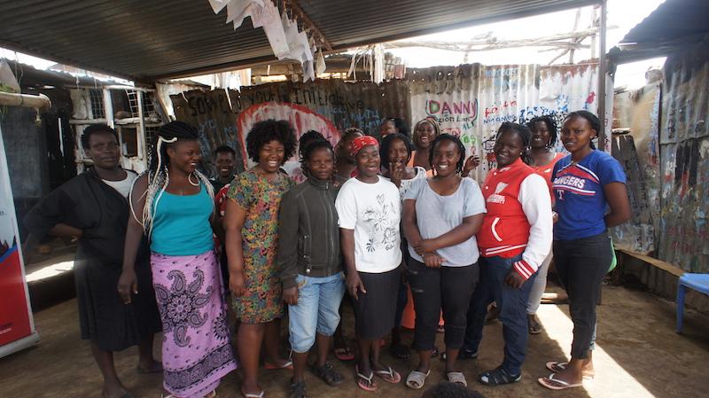mujeres-cosiendo-en-kenia