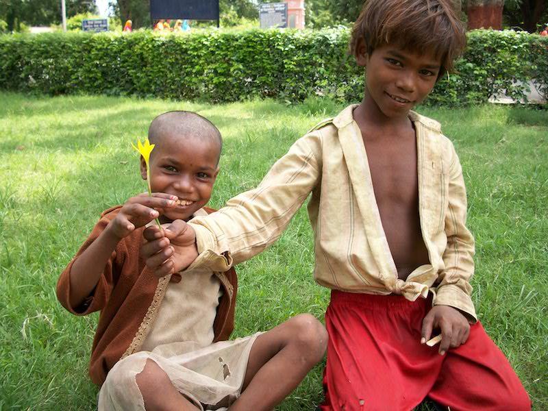 ayuda a niños en india