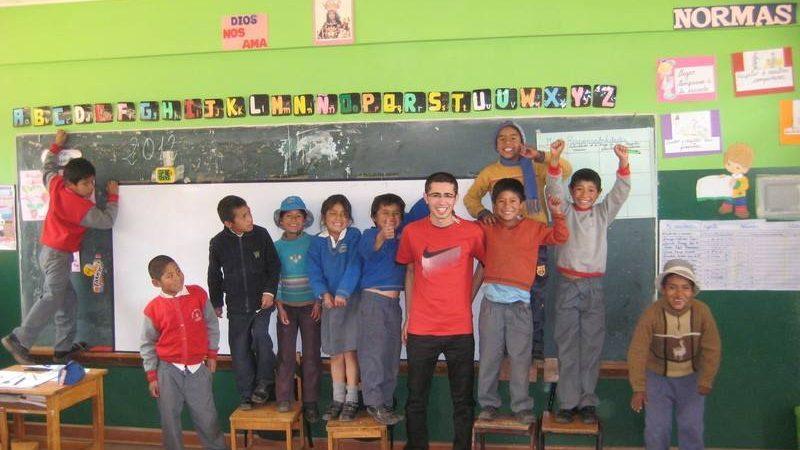 voluntariado de refuerzo escolar para niños y adolescentes en Perú