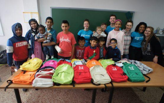 Entrega de mochilas y útiles escolares