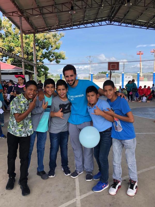 voluntario en las escuelas