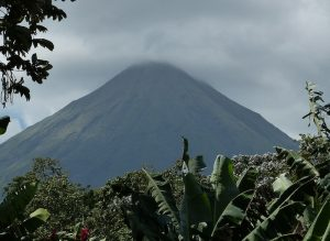 uno de los 5 volcanes activos de Costa Rica.