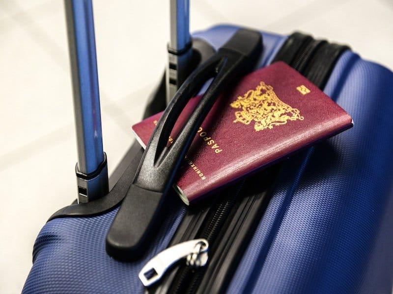 maleta para un viaje de voluntariado