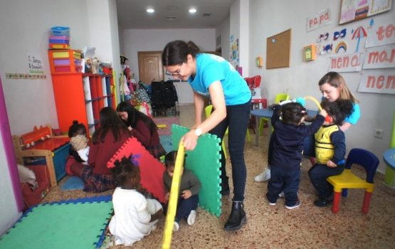 volunteer in Valencia program woman