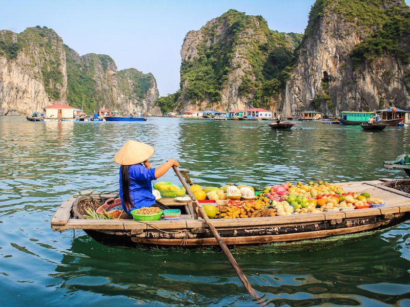 mujeres y jóvenes en vietnam