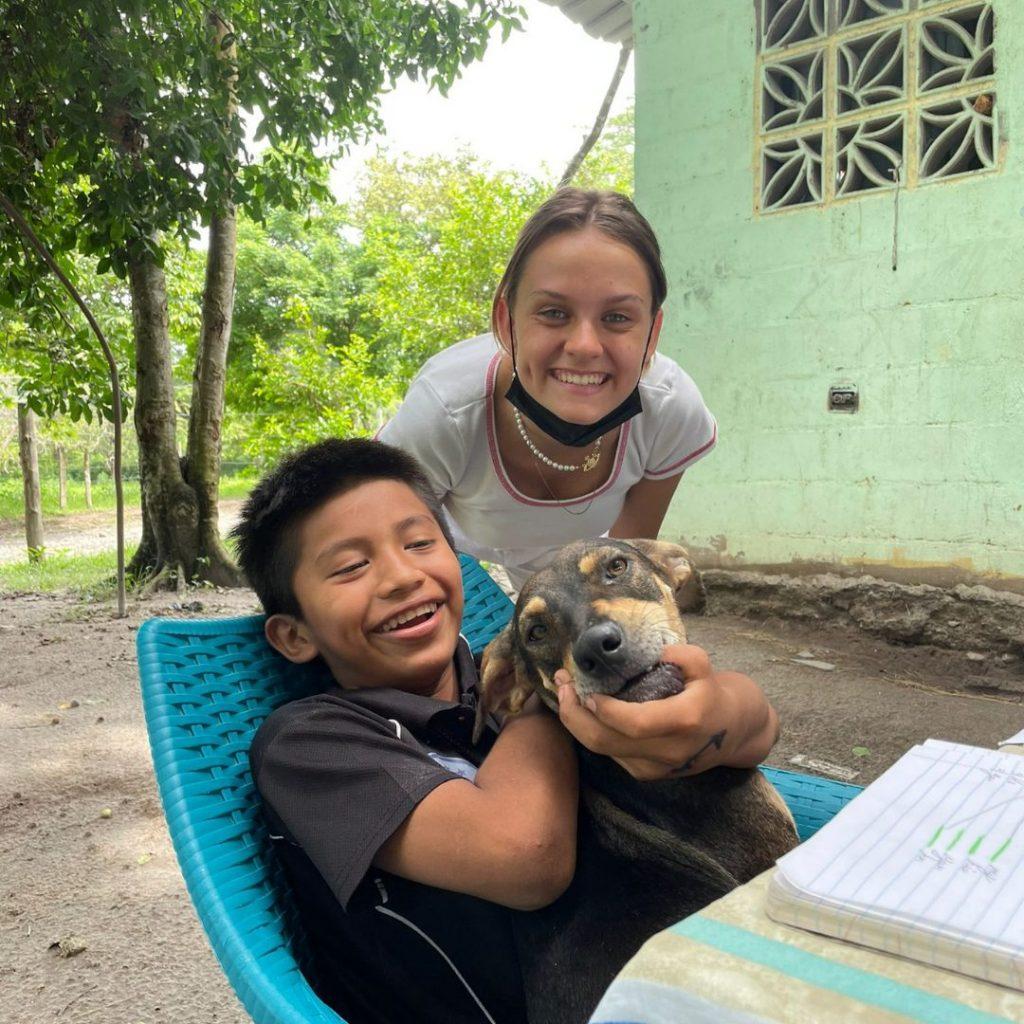 Enseñanza a niños en Panamá